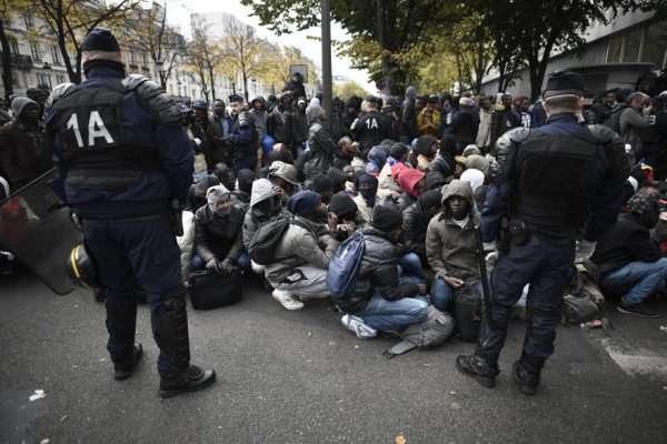 Мигранты в Париже