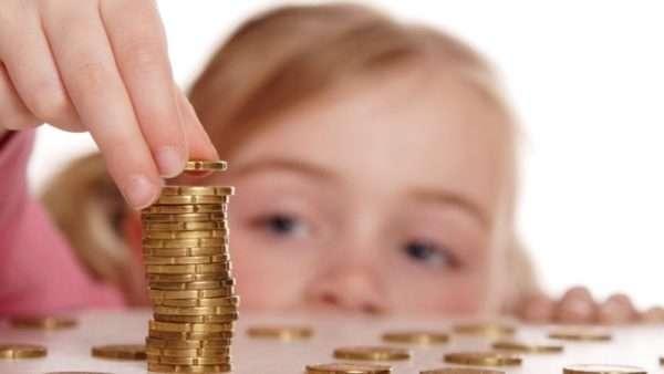Девочка и монеты