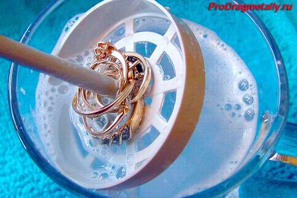 Золото в очищающей жидкости