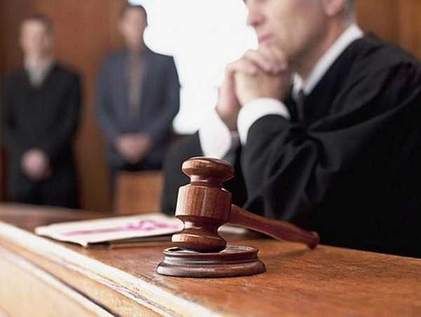 Судья в процессе рассмотрения дела