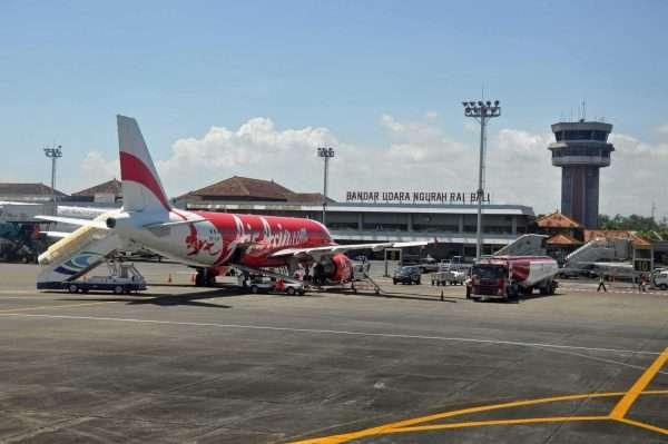 Самолёт в эаропорту Индонезии