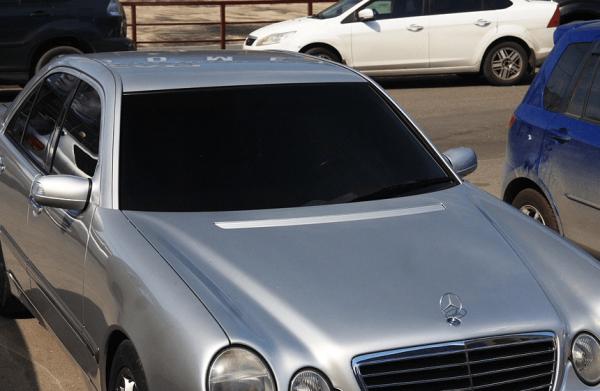 Тонированное стекло машины