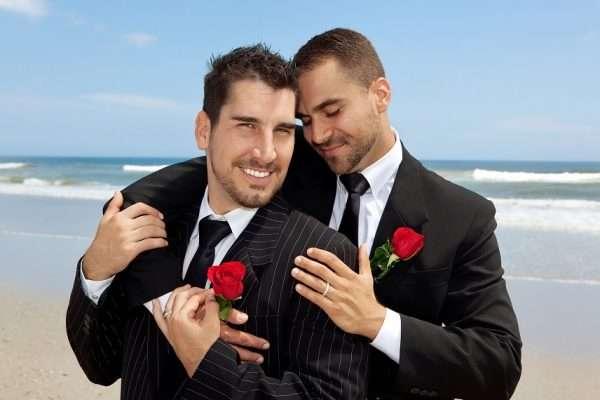 Мужчины-гомосексуалисты вступили в брак