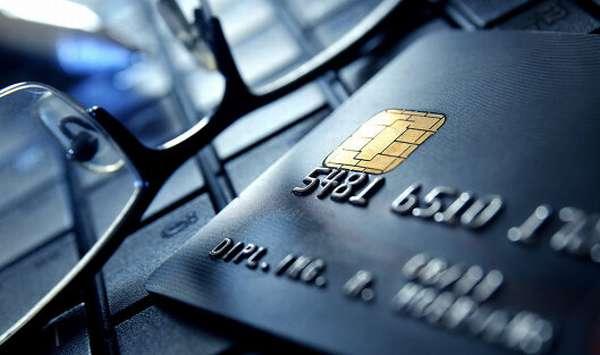 Банковская карта и очки