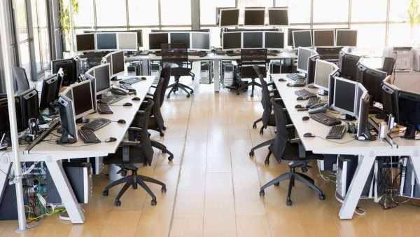 Рабочее пространство в офисе