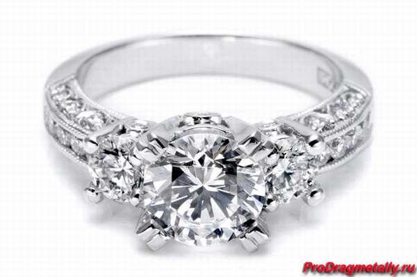 Кольцо с бриллиантом из платины
