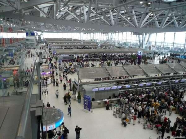 Зал аэропорта — вид сверху