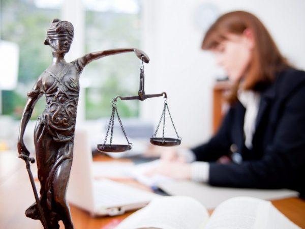 Статуэтка богини правосудия