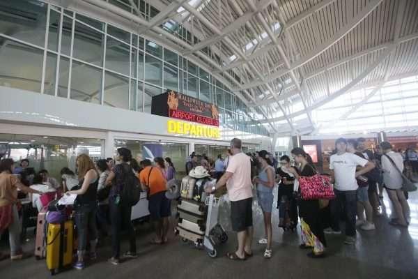 Люди в аэропорту
