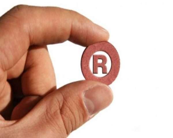 Латинская R — символ зарегистрированного товарного знака