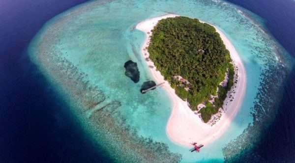 Остров и самолёт