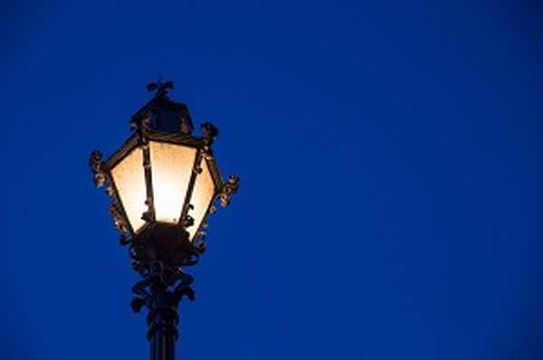 Куда пожаловаться что на улице не горят фонари