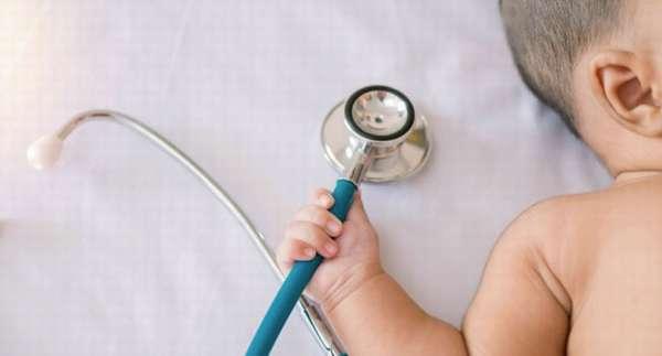 Ребенок и стетаскоп