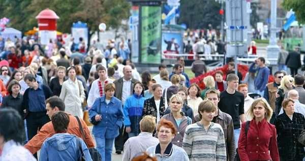 Люди на улице в Минске