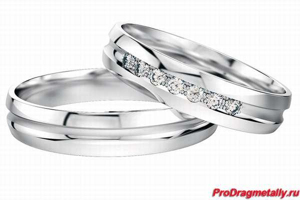 Платиновое обручальное кольцо с бриллиантами