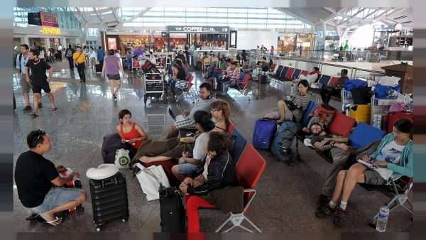Пассажиры аэропорта