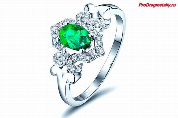 Кольцо с камнем из белого золота
