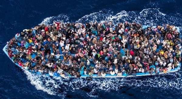 Беженцы в лодке