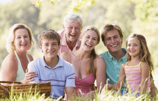 Родители, дети и внуки на природе