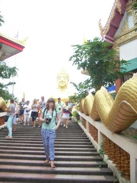 Лестница в храм Будды