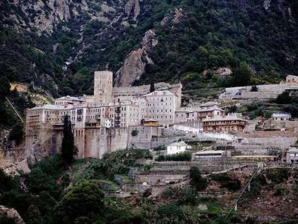 Монастырь на горе Афон
