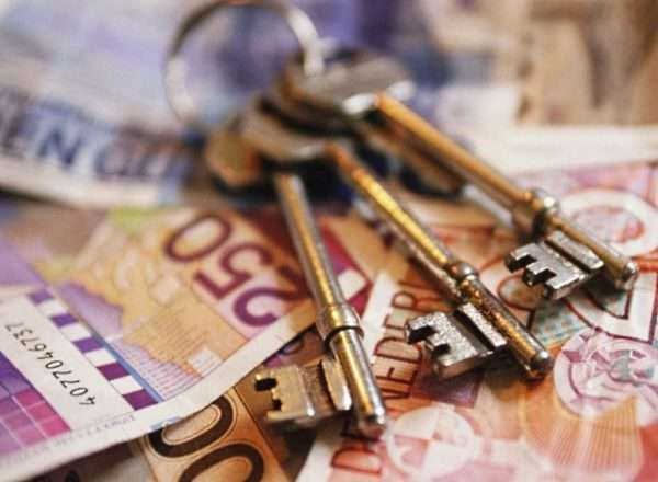 Ключи и купюры
