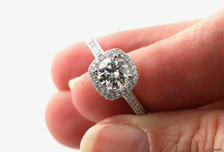 Уход за бриллиантами: рекомендации и советы